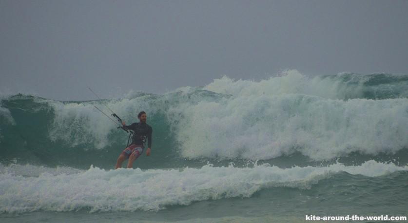 M Riesenwelle kitesurf mit Weisswasser